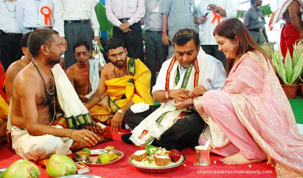 Candid photography of Mukesh Ambani & Nita Ambani participated in the Chandi yagnam for the welfare of the RIL Industries
