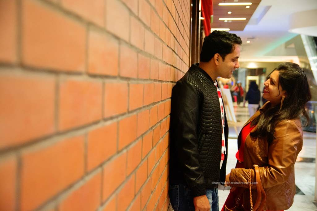 pree wedding couple photoshoot in Quest Mall