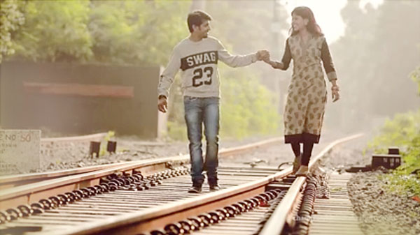 couple shoot of rail trake for cinematic style Traditional Bengali Wedding video